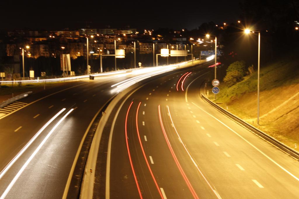 Rasto de luzes - automóveis.